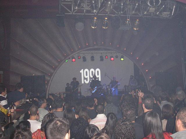 CONCIERTO DE LOVE OF LESBIAN EN LA VACA (PONFERRADA) EL 19-NOVIEMBRE-2.010 (1):