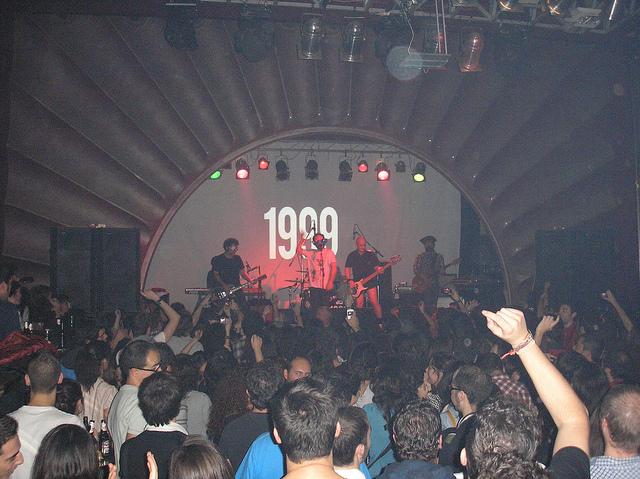 CONCIERTO DE LOVE OF LESBIAN EN LA VACA (PONFERRADA) EL 19-NOVIEMBRE-2.010 (5):